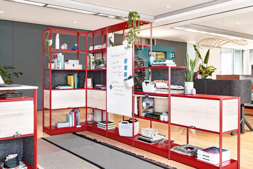 Regały biurowe Flex Active Frames od Steelcase